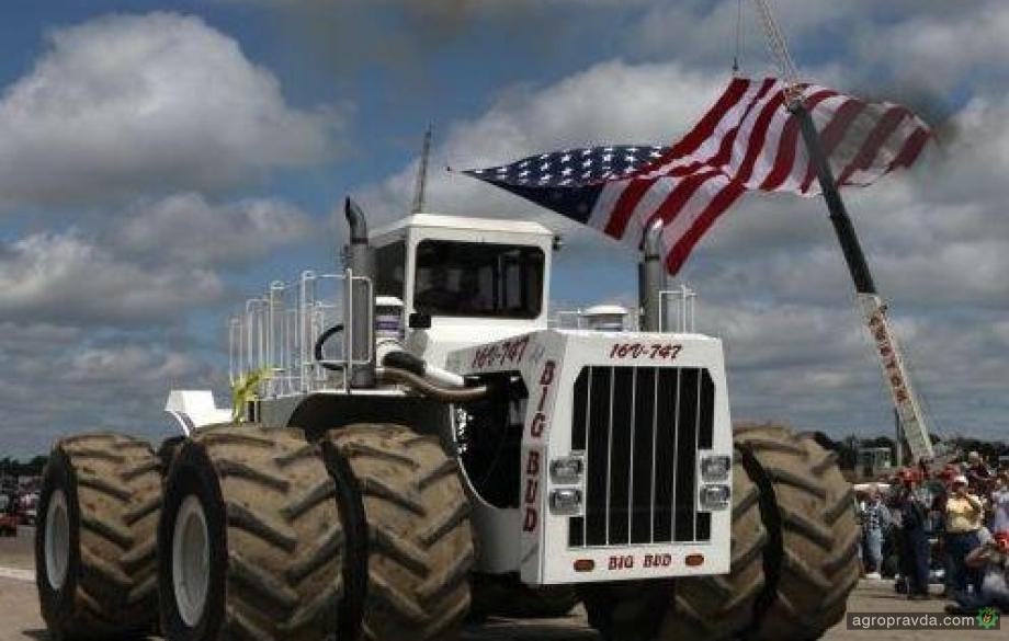 Самый большой трактор в мире: видео
