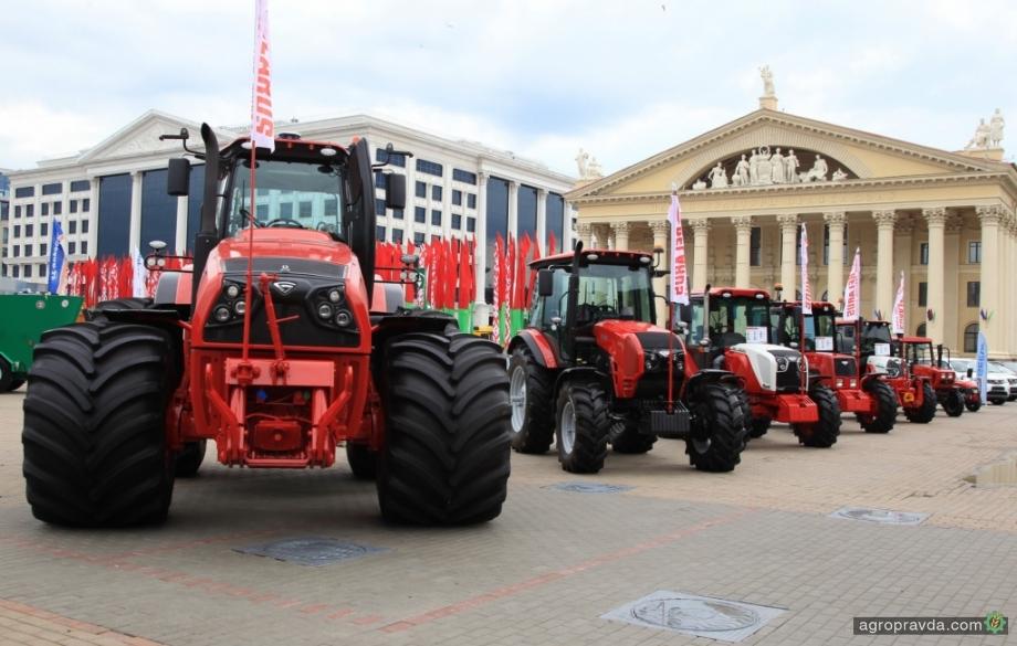 Тракторы МТЗ свыше 350 л.с. дополнили фирменными часами