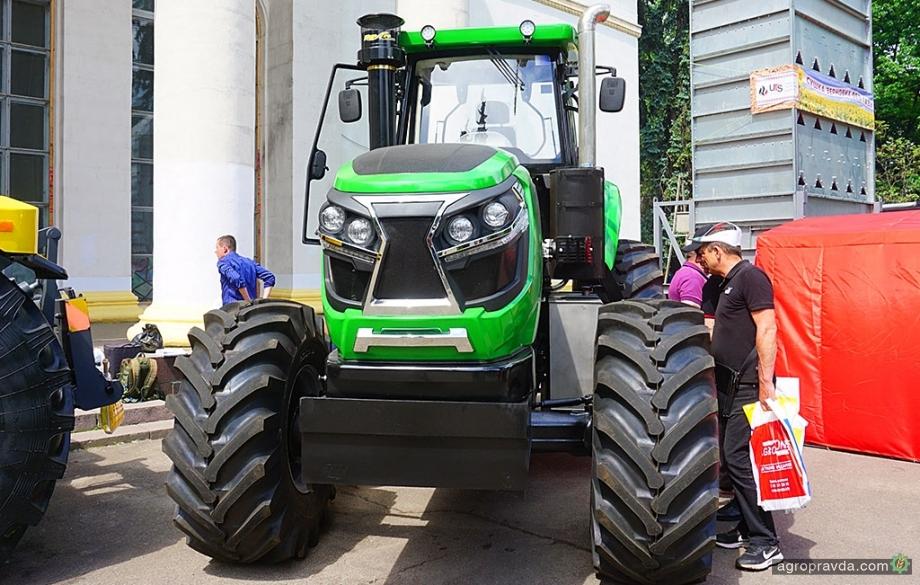 В Украине собрали самый мощный китайский трактор