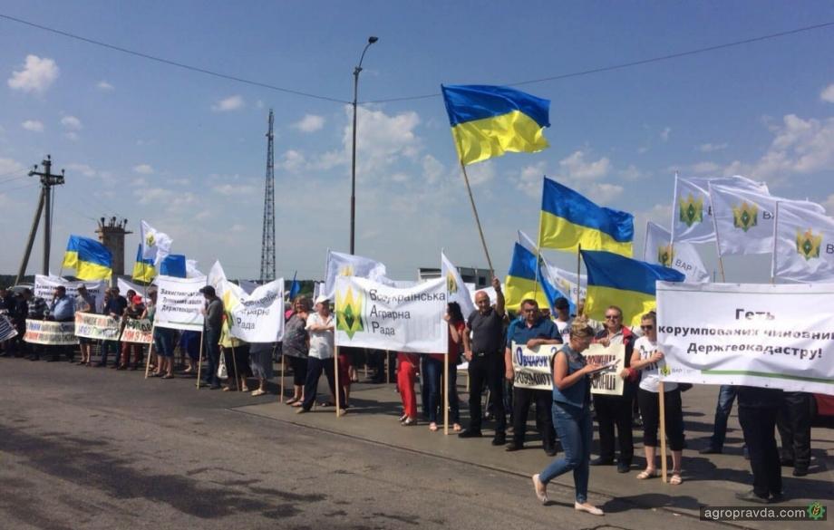Как аграрии трассу Киев-Одесса перекрывали. Фото