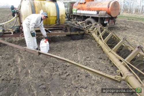 В Украине остановлена регистрация пестицидов и агрохимикатов