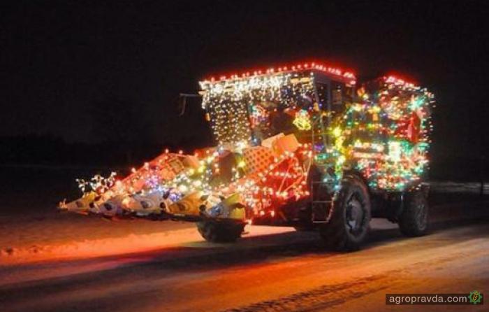 Комбайны принарядились к Рождеству. Фото