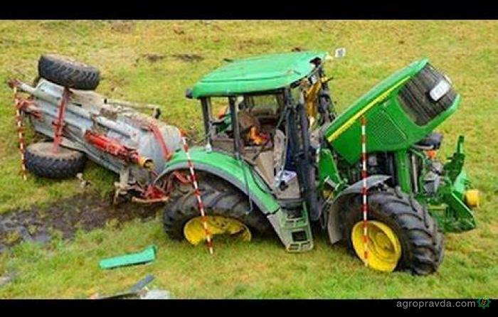 Тракторы выходят из-под контроля. Видео