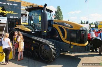 В Украине представлен новый гусеничный трактор Challenger E