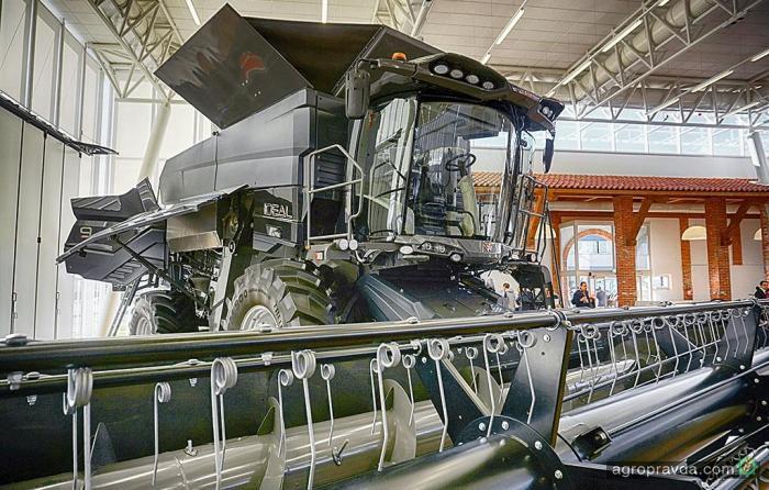 Папарацци засняли новейший комбайн Massey Ferguson. Фото