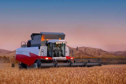 Аналитика рынка зерноуборочных комбайнов и тракторов в России по итогам первого полуг