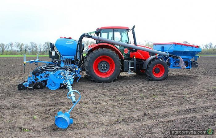 Посев кукурузы уникальной сеялкой в Украине. Видео