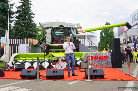 На рынке Украины представили комбайн Claas Lexion нового поколения