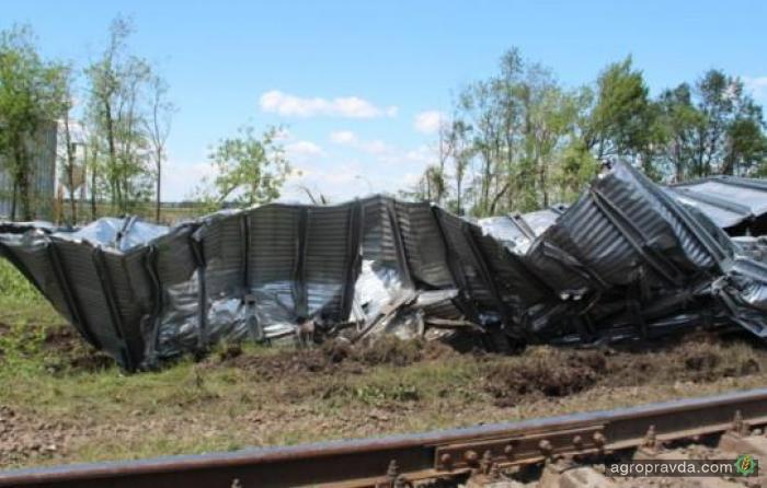 Ураган снес 120-тонный элеватор