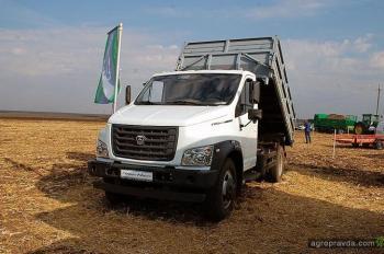 На «Битве титанов» представили автомобили для аграриев
