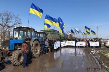 Аграрии перекрыли автомагистрали. Фото
