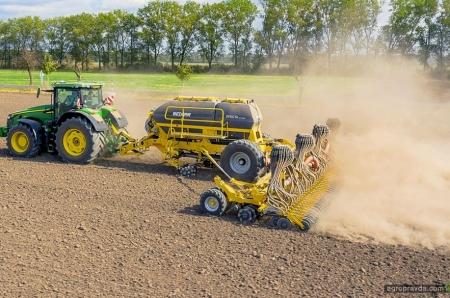 Bednar розширює асортимент широкозахватних агрегатів новим посівним комплексом