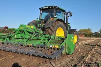 Тест 9 прицепных агрегатов на кукурузном поле