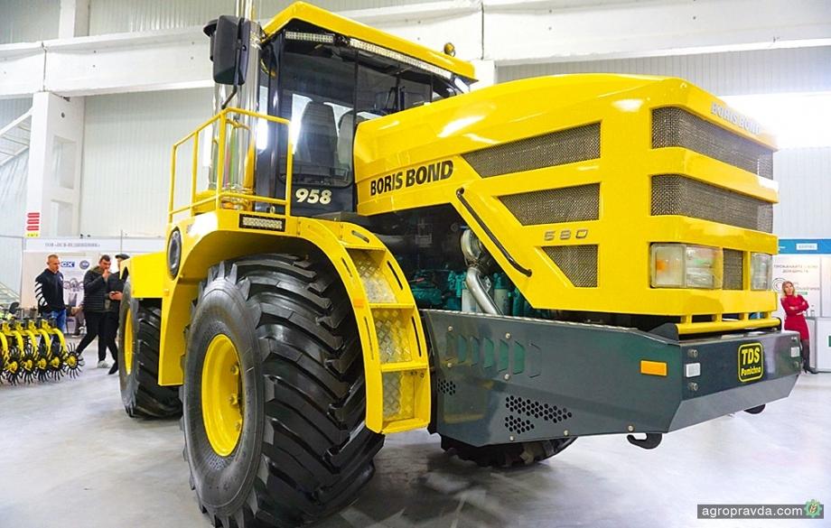 На АгроЭкспо представили сверхмощный трактор украинского производства