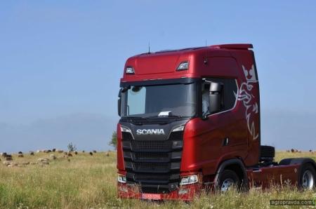 Scania впервые поставила модель V8 для аграрного сектора. Фото