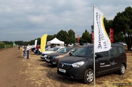 На Французском Дне поля под Винницей представили автомобили Renault
