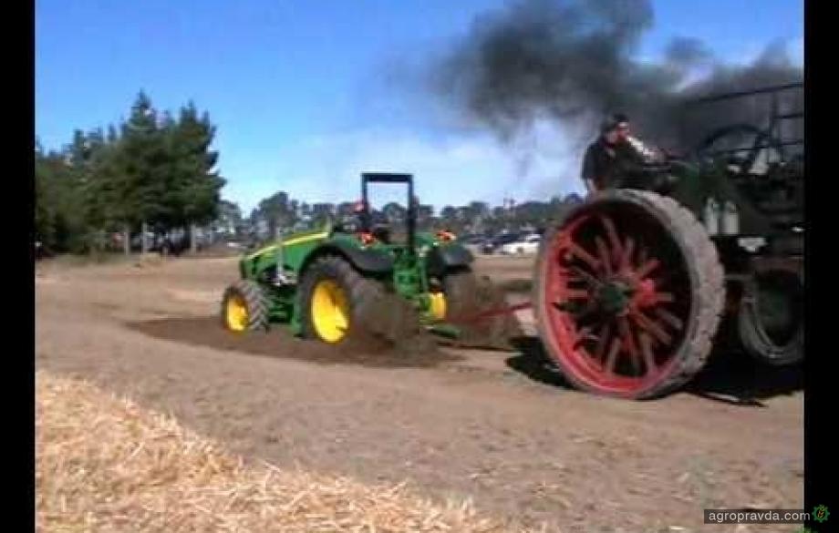 Кто кого: антикварный трактор против современного. Видео