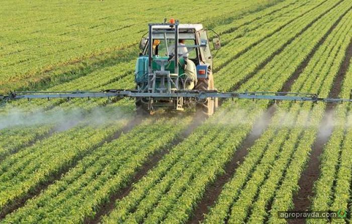 В Украину завозят в 3 раза больше пестицидов, чем необходимо