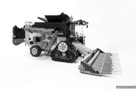 Из Лего построили комбайн Fendt Ideal. Фото