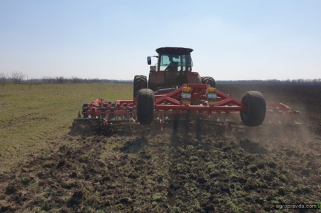 Lozova Machinery проводит полевые испытания нового агрегата