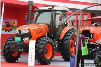Китайцы продолжают клонировать трактора. Фото