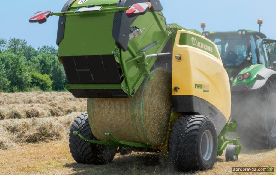 Пресс-подборщики Krone научились управлять трактором