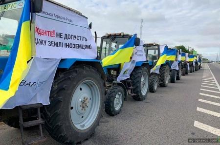 Аграрии вывели технику против продажи земли иностранцам. Фото