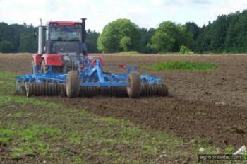 Как влияет основная обработка почвы на плотность и пористость черноземов степи