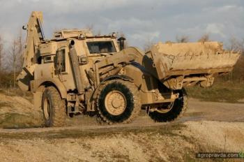 Нацгвардия закупила военные экскаваторы