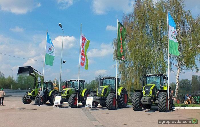 Claas продемонстрировал универсальность тракторов на поле
