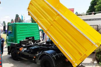 В Украине выпустили новый сельхозсамосвал на шасси МАЗ