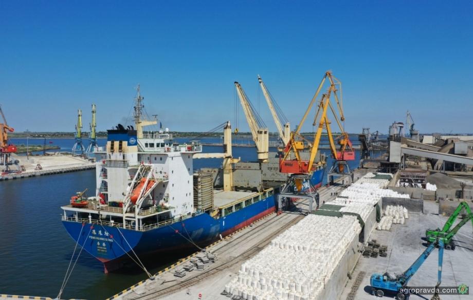 Впервые за 5 лет, порт «Ника-Тера» возобновил перевалку азотных удобрений