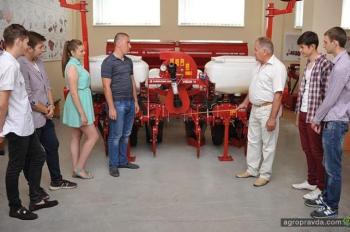 Лаборатория Эльворти в НУБИП пополнилась новыми образцами сельхозтехники