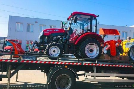 AGSOLCO передала первый трактор YTO новому партнеру