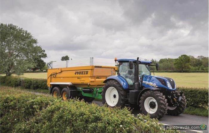New Holland обезопасил тракторы с прицепом