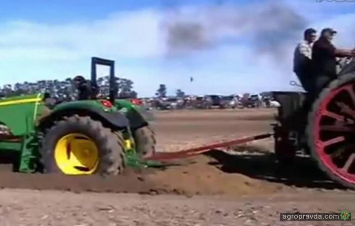 Раритетный трактор против современного: кто сильнее? Видео